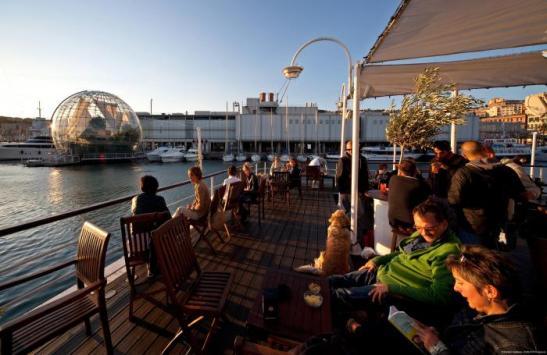 Aperitivo en el puerto antiguo de Genova StefanoGoldberg ©Publifoto